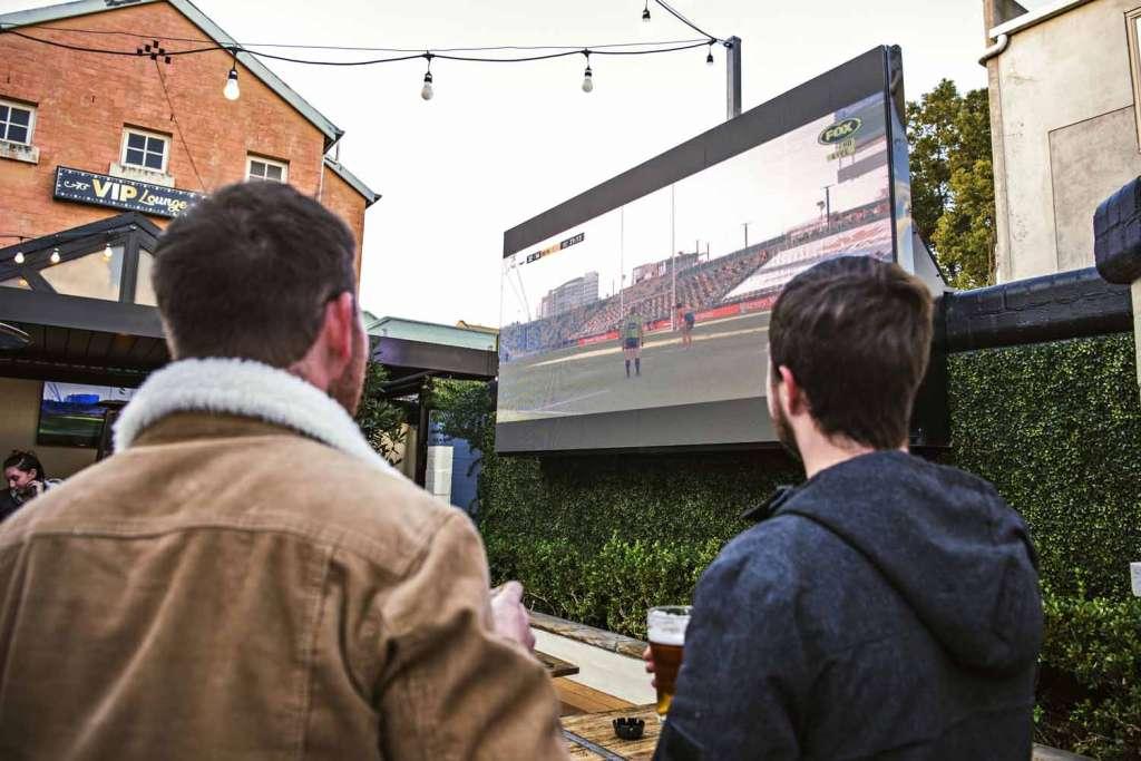 sport racing rugby boxing nrl big screen woolpack hotel mudgee